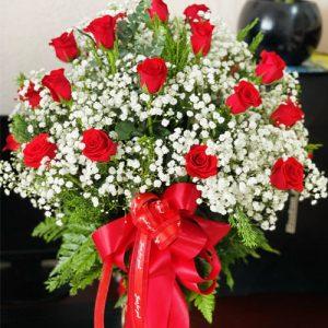 24-red-roses-in-vase-02