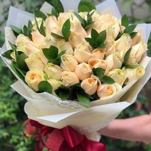 vietnamese-women-day-roses-68